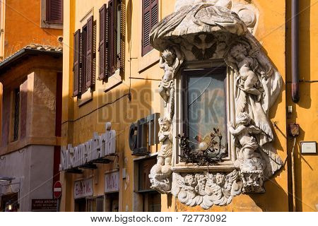 Tabernacle At The Intersection Of Via Della Dataria And Via Di S. Vincenzo  In Rome, Italy