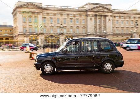 London Taxi Outside Buckingham Palace