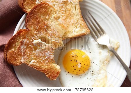Fried egg with buttered toast