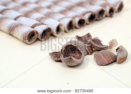 Striped wafer rolls