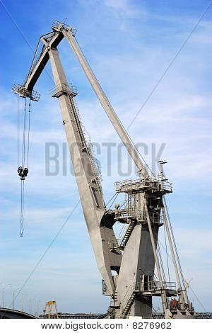 Big power crane