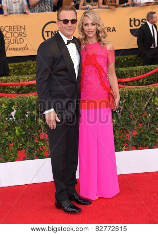 LOS ANGELES - JAN 25:  Kevin Costner & Christine Baumgartner arrives to the 21st Annual Screen Actors Guild Awards  on January 25, 2015 in Los Angeles, CA