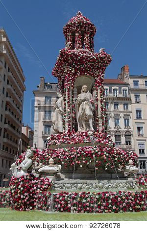 Place and fountain during festival of Roses