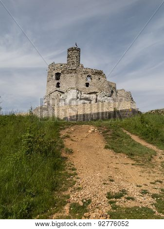 Mirow Knight's Castle Ruins In The Jura Cracow Czestochowa