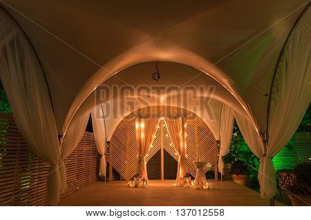 Wedding arch is beautiful at night with candles and lanterns-2