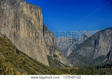 Yosemite valley from Tunnel View at yosemite National Park
