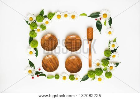Wooden Dishes With Wreath Frame.