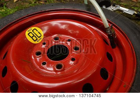 Flat tire, tire and air pressure gauge