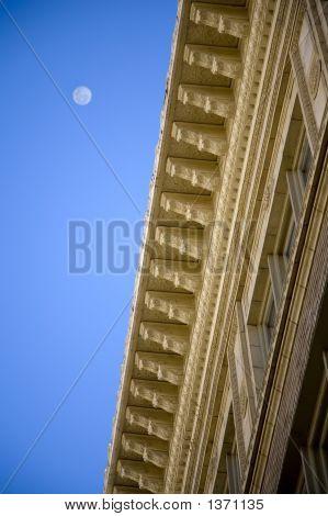Detalhe arquitetônico com lua