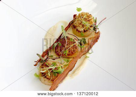 Scallops, pear & salsify puree & pancetta