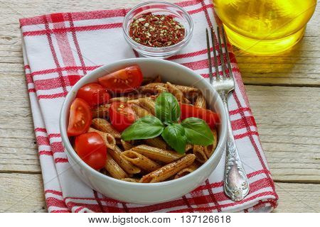 Whole Wheat Pasta With Tomatoes, Basil, Olive Oil And Seasonings