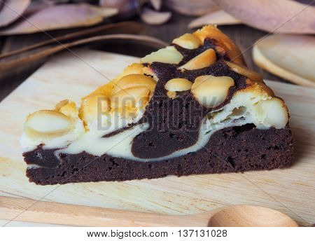 Macadamia cheese fudge on wooden tray (cake, macadamia, dessert)