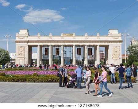 Moscow - May 9 2016: A lot of people walk in Gorky Park near the main entrance to the park and beautiful flower beds in the spring of May 9 2016 Moscow Russia