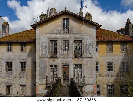 Prospectus Abandoned House