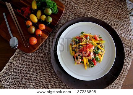 Vietnamese salad with mango and shrimp that serving in the restaurant