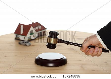 auction symbol with car house and gavel