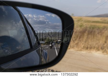 reflections in the mirror of a car conduccido by day