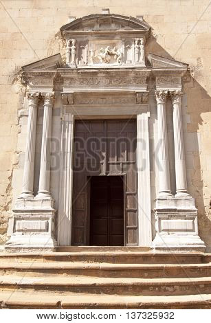Enna cathedral side view: Porta sottana (beneath door)