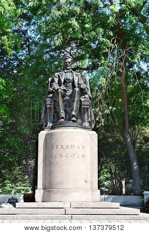 CHICAGO, ILLINOIS - AUGUST 22, 2015: Abraham Lincoln Statue in Grant Park. Unveiled in 1925 and sculpted by Augustus St. Gaudens.