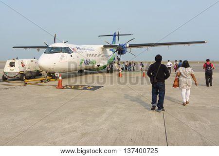 Kota Kinabalu Sabah Malaysia - Apr 9 2016 : Passenger boarding MasWings Aircraft ATR-72-500 at Kota Kinabalu . The aircraft serve regional destination within Borneo with a capacity of max 74.