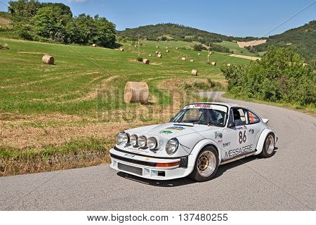 TREDOZIO FC ITALY: driver and co-driver on a sports car Porsche 911 24 Gr. 4 traveling in the hills during the rally