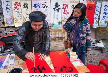 HA NOI, VIET NAM, February 8, 2016 people of Ha Noi, favorite ancient calligraphy, the Lunar New Year. Map calligraphy teacher in Ha Noi Old Quarter, Vietnam
