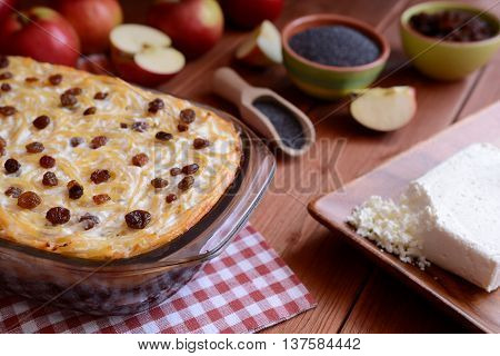 Sweet roasted pasta with poppy seeds, apples and curd cheese
