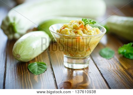 zucchini braised with vegetables on a wooden table