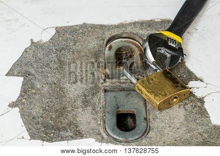 locked master and tools locked loop floor