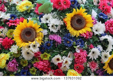 Many flowers with sunflowers and daisies