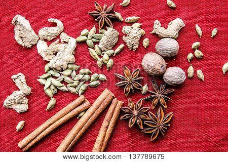 Star Anise, Nutmeg, Cardamom, Cinnamon, Ginger, Cloves
