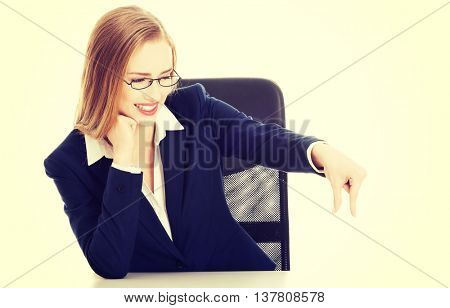 Business woman sitting bt the table
