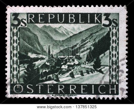 AUSTRIA - CIRCA 1946: stamp printed by Austria, shows Heiligenblut (Carinthia), Landscape series, circa 1946, on September 09, 2014, Zagreb, Croatia