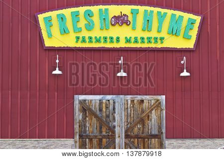 Indianapolis - Circa July 2016: Fresh Thyme Farmers Market. Fresh Thyme Offers Fresh and Healthy Food at Amazing Values II