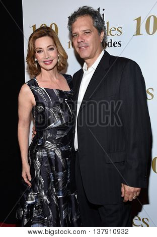 LOS ANGELES - JUL 9:  Sharon Lawrence & Tom Apostle arrives to the