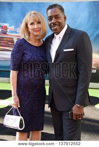 LOS ANGELES - JUL 9:  Ernie Hudson & Linda Kingsberg arrives to the