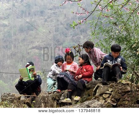 HA GIANG, VIETNAM, February 11, 2016 the group of children, Hmong, Ha Giang mountainous areas, outdoor sitting revise