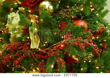 details of a Christmas tree that shows