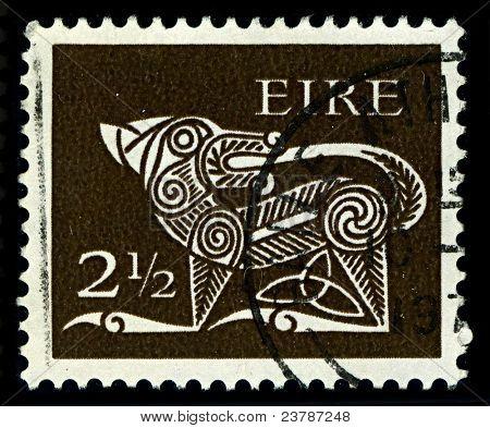 """Irlanda-CIRCA 1971: un sello impreso en España muestra imagen de parte de """"Perro"""" de un viejo irlandés decorativos"""