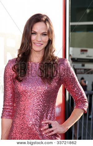 LOS ANGELES - MAY 30:  Kelly Overton arrives at the