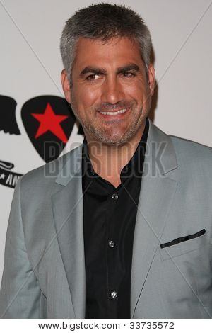 LOS ANGELES - MAY 18: Taylor Hicks at the 19th Annual Race to Erase MS gala held at the Hyatt Regency Century Plaza on May 18, 2012 in Century City, California