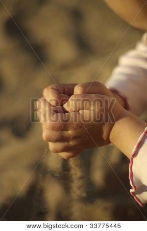 Concept hands sypyat sand