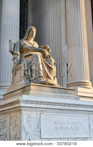Washington DC - Statue in front of Archives of the United States Building