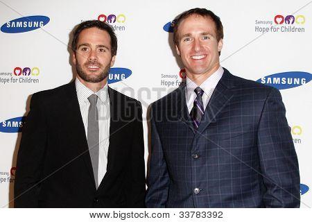 NOVA YORK-4 de junho: Driver Jimmie Johnson e Nova Orleans QB Drew Brees participam anual esperança fo da Samsung