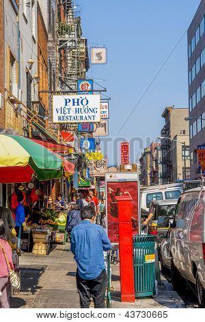 Streetlife In Chinatown, Nyc