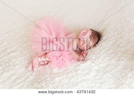Bebê recém-nascido menina vestindo um Tutu de bailarina