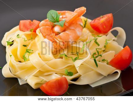 pasta with shrimps and tomatoes