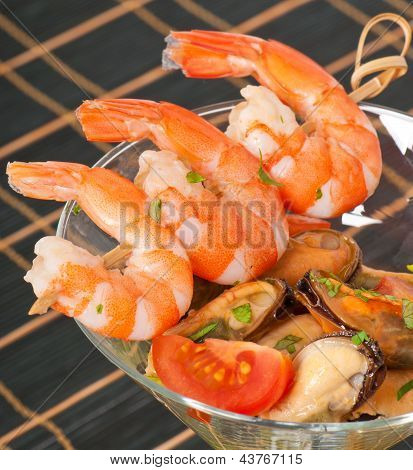 cocktail with seafoods