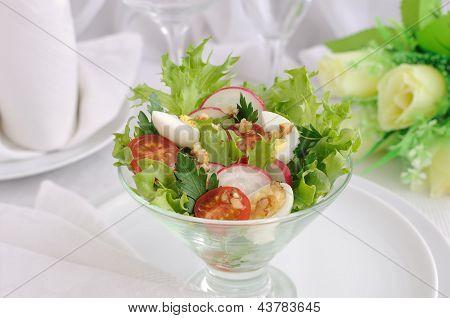 Salada de legumes de Verão com ovos de codorna