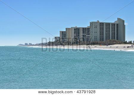 Modernos condomínios na praia de Júpiter